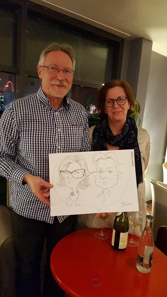 Caricatures couple dans un grand hôtel